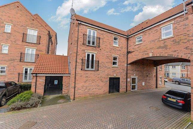 Thumbnail Flat for sale in Cloisters Mews, Bridlington