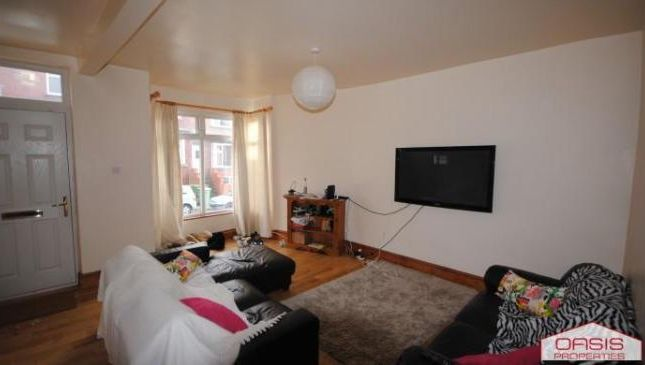 Thumbnail Terraced house to rent in 62 Manor Drive, Hyde Park