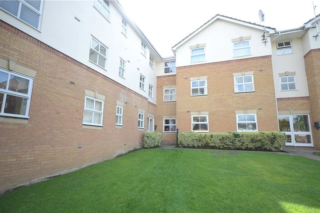 Thumbnail Flat for sale in Elm Park, Reading, Berkshire