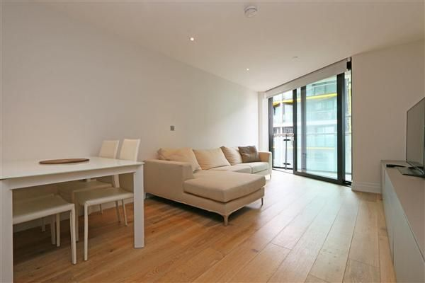 2 bed flat to rent in Riverlight2, Apt 67, London
