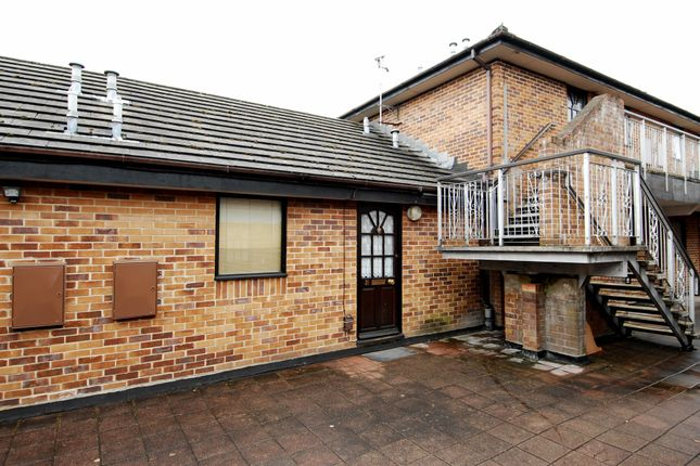 Thumbnail Flat to rent in Linden Drive, Liss