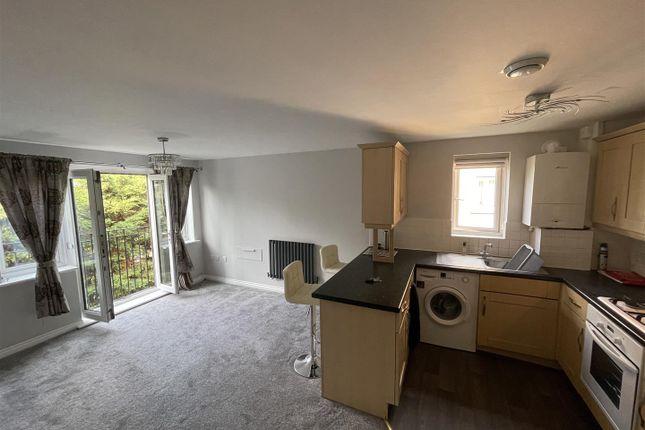 Thumbnail Flat to rent in Capstan Drive, Rainham