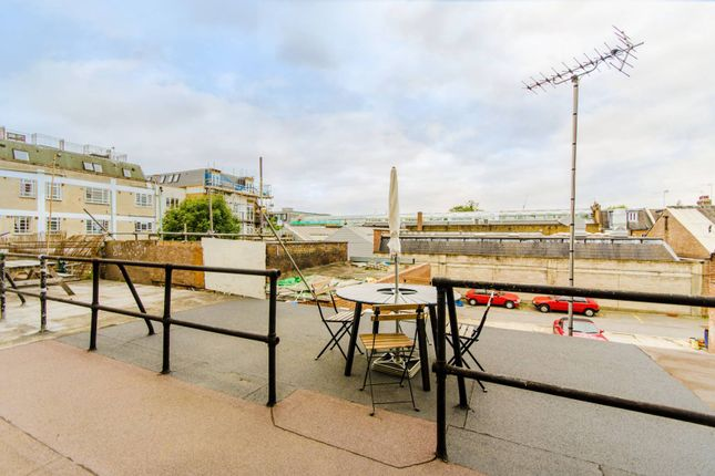 Maisonette for sale in Holloway Road, Holloway, London