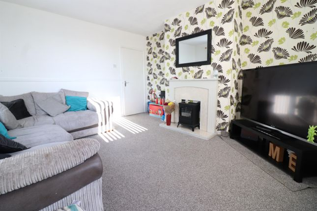 2 bed flat to rent in Heatherfield, Bolton BL1