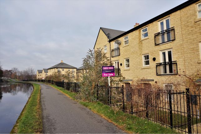 Thumbnail Town house to rent in Holts Crest Way, Leeds