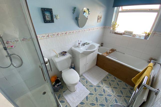 Fitted Bathroom of Queens Walk, South Ruislip HA4