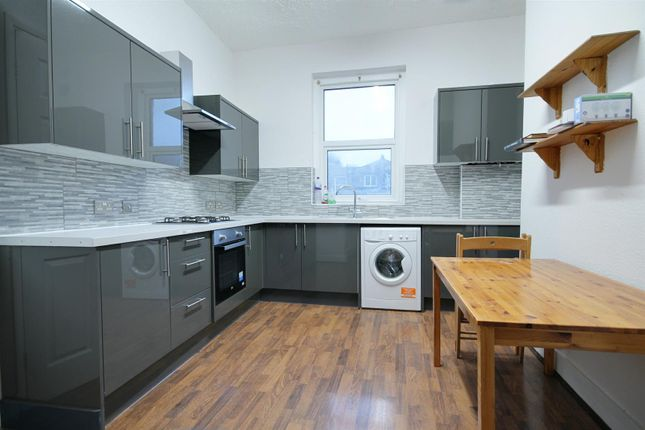 4 bed flat to rent in Portnall Road, London W9