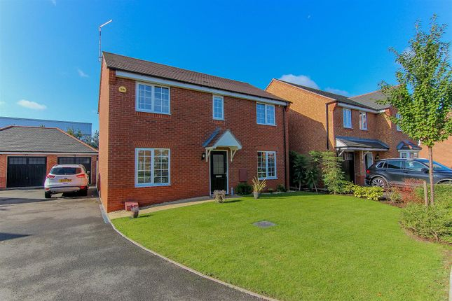 Thumbnail Detached house for sale in Brackley Crescent, Chase Meadow, Warwick