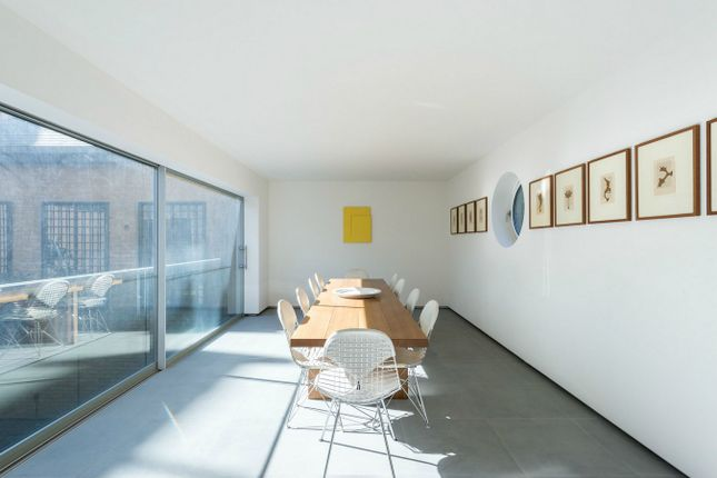 Thumbnail Terraced house for sale in Warriner Gardens, London