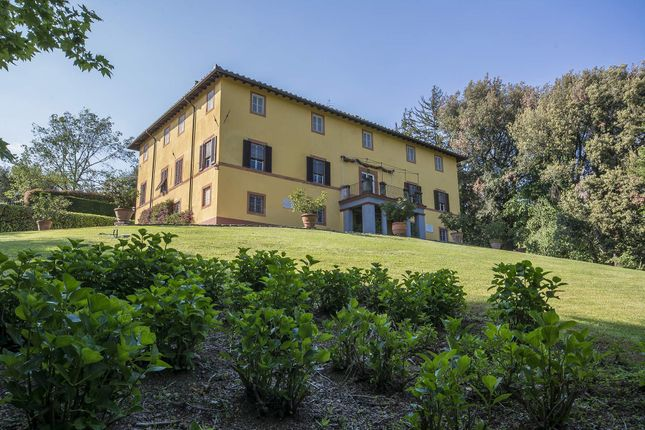 14 bed town house for sale in 55064 Pescaglia Lu, Italy