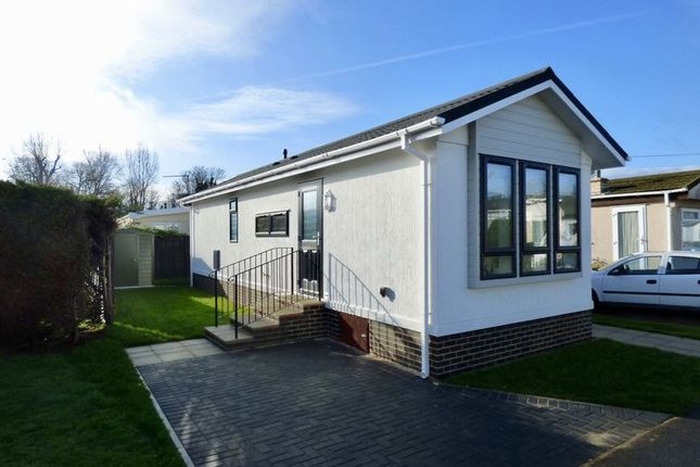 Thumbnail Mobile/park home for sale in Main Street, Meadowlands, Addlestone