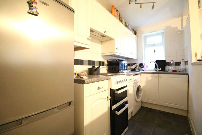 Thumbnail Maisonette to rent in Vesey Close, Farnborough