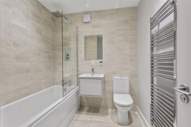 Family Bathroom of Pinfold Lane, Stapleford, Nottingham NG9