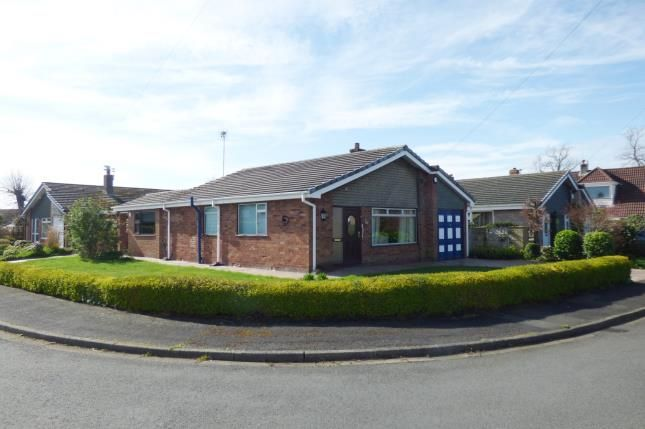 Thumbnail Bungalow for sale in Southlands Avenue, Penketh, Warrington, Cheshire