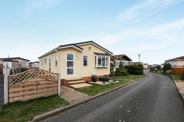 Thumbnail Mobile/park home for sale in Clifton Park, Clifton, Shefford, Beds