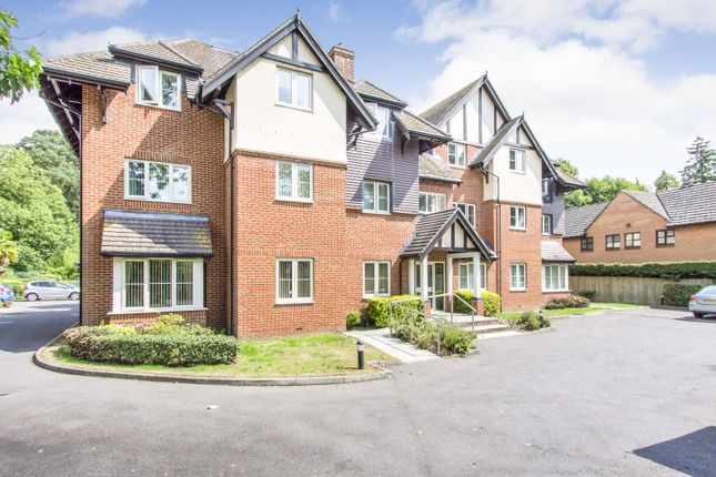Thumbnail Flat to rent in Station Road, West Moors, Ferndown
