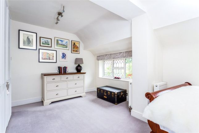 Picture No. 46 of Orchard End, Weybridge, Surrey KT13