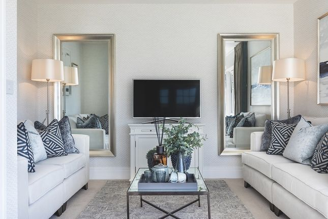 2 bedroom flat for sale in Longwater Avenue, Green Park, Reading, Berkshire