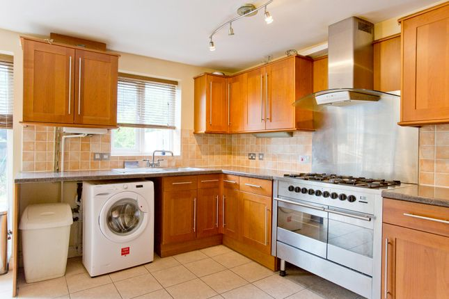 Thumbnail Room to rent in Swansea Court, Canary Wharf