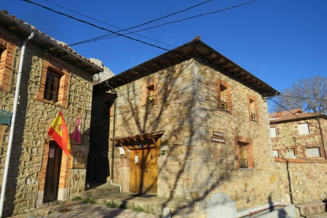 Thumbnail Country house for sale in Valdorria, Valdepiélago, León, Castile-Leon, Spain
