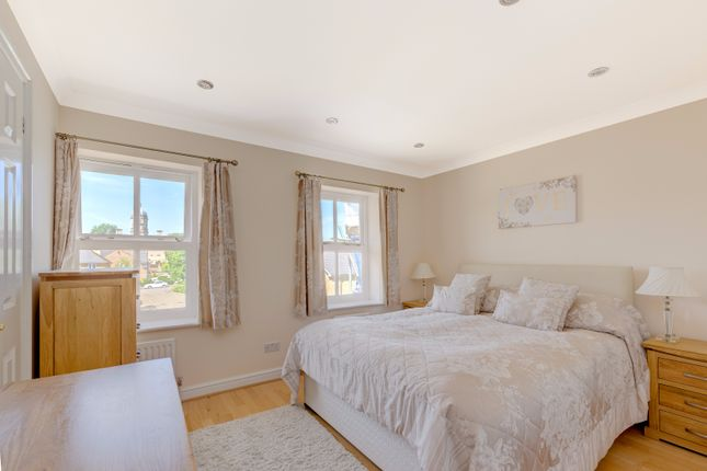 Thumbnail Terraced house for sale in Kensington Close, London