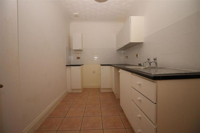 Thumbnail Flat to rent in Alexandra Road, Great Yarmouth