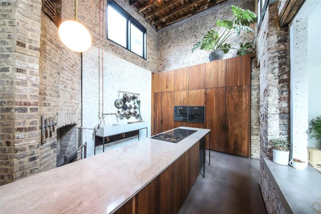 Thumbnail Detached house to rent in Hackney Road, London