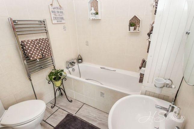 Bathroom of Shiphay Lane, Torquay TQ2