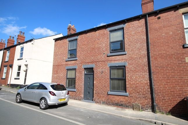 2 bed terraced house to rent in Woodland Crescent, Rothwell, Leeds