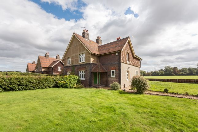 Thumbnail Cottage to rent in Beeson End Lane, Harpenden
