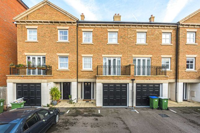 Thumbnail Property for sale in Rainbow Road, Slade Green, Erith