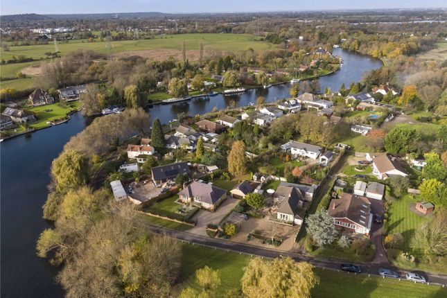 Thumbnail Bungalow for sale in Towpath, Shepperton, Surrey