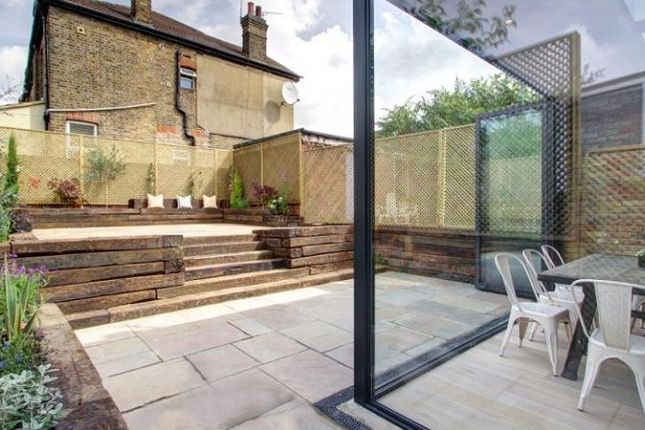Thumbnail Property to rent in Kingsley Avenue, London, Greater London.