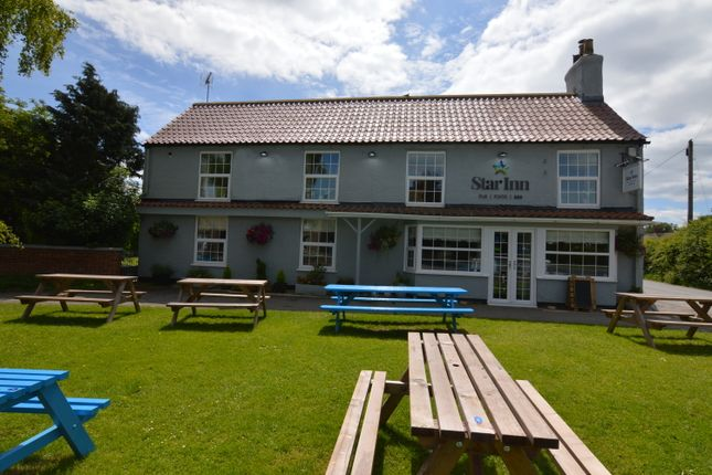 Thumbnail Pub/bar for sale in Weaverthorpe, Malton