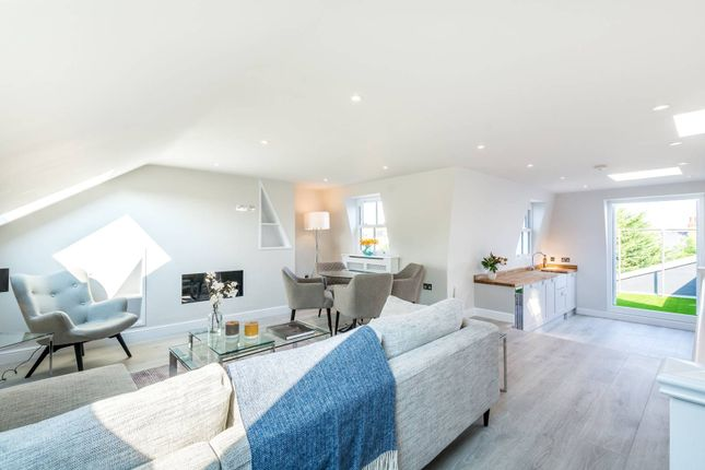 Thumbnail Flat for sale in Fontenoy Road, Clapham