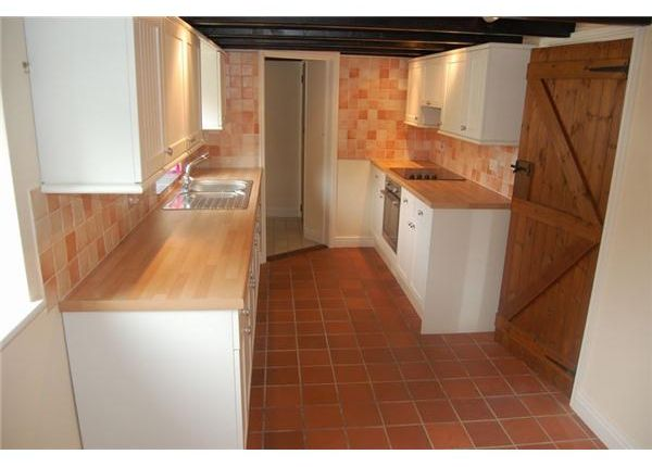8 The Square, Pentewan Kitchen 2