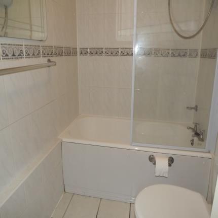 Bathroom of Edgeworth Close, Whyteleafe, Surrey CR3