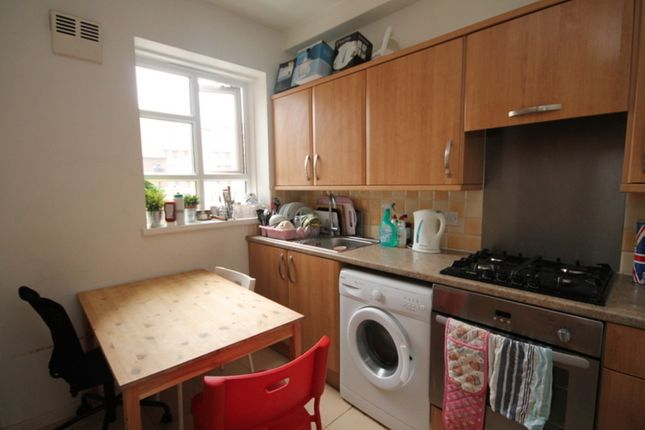 Thumbnail Flat to rent in Cranston Estate, London
