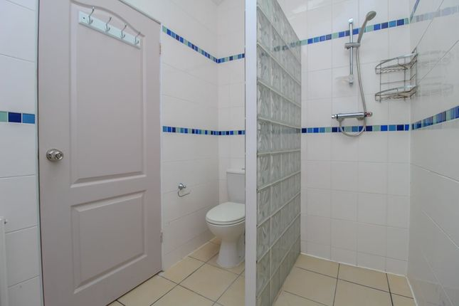 Shower Room (2) of North Road, Cathays, Cardiff CF10