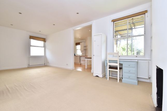 2 bed flat to rent in Montem Road, London SE23