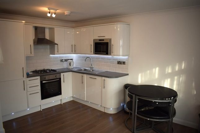 Thumbnail Flat to rent in High Road, Harrow Weald