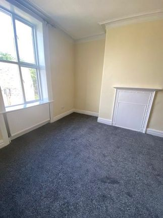 Thumbnail Flat to rent in Bradford Road, Shipley