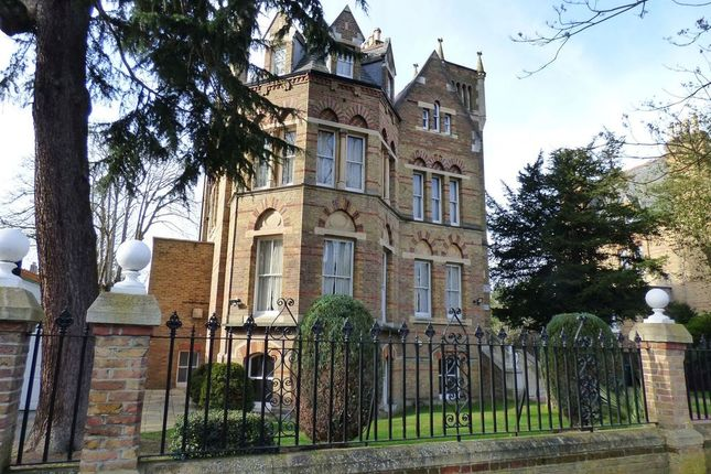 3 bed flat to rent in Riverdale Road, Twickenham