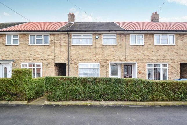 3 bed terraced house to rent in Julian Close, Springhead Lane, Hull