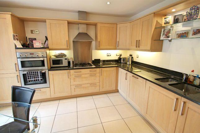 Kitchen & Breakfast Room: