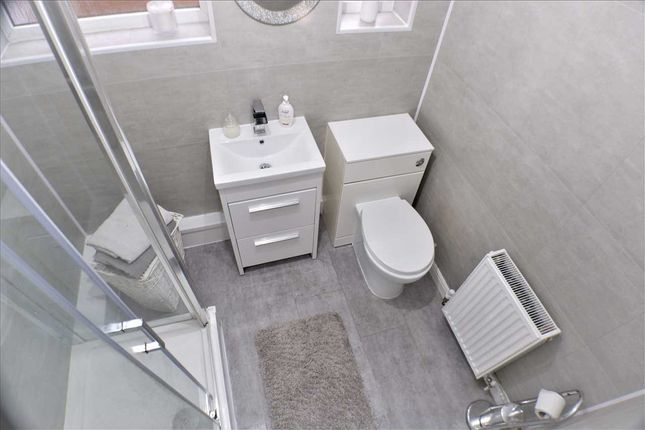 Bathroom of Pontypridd Road, Porth CF39