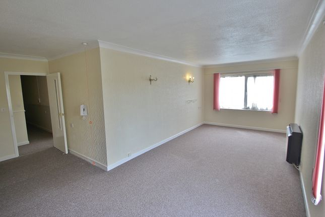 Thumbnail Flat to rent in Beehive Lane, Ilford, Essex