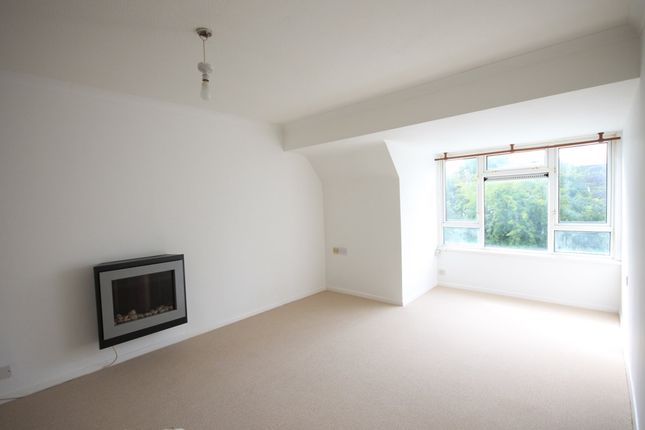 1 bed flat to rent in Cressall Close, Leatherhead KT22