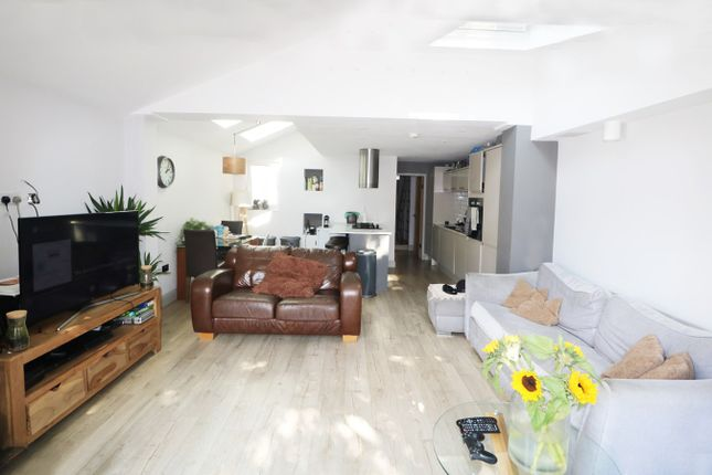 Thumbnail Terraced house to rent in Briscoe Road, Colliers Wood, London