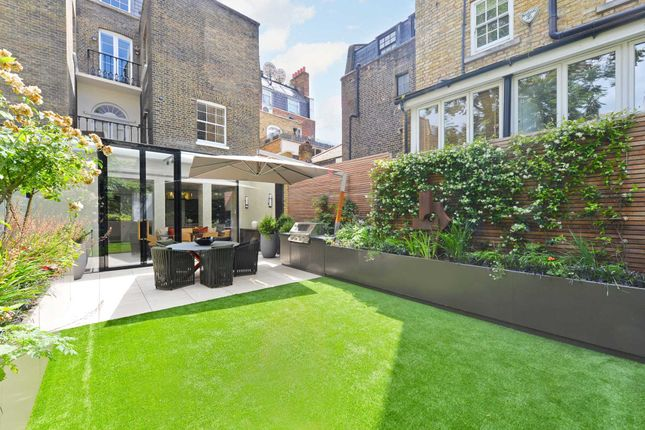 Thumbnail Town house for sale in Chapel Street, Belgravia, London